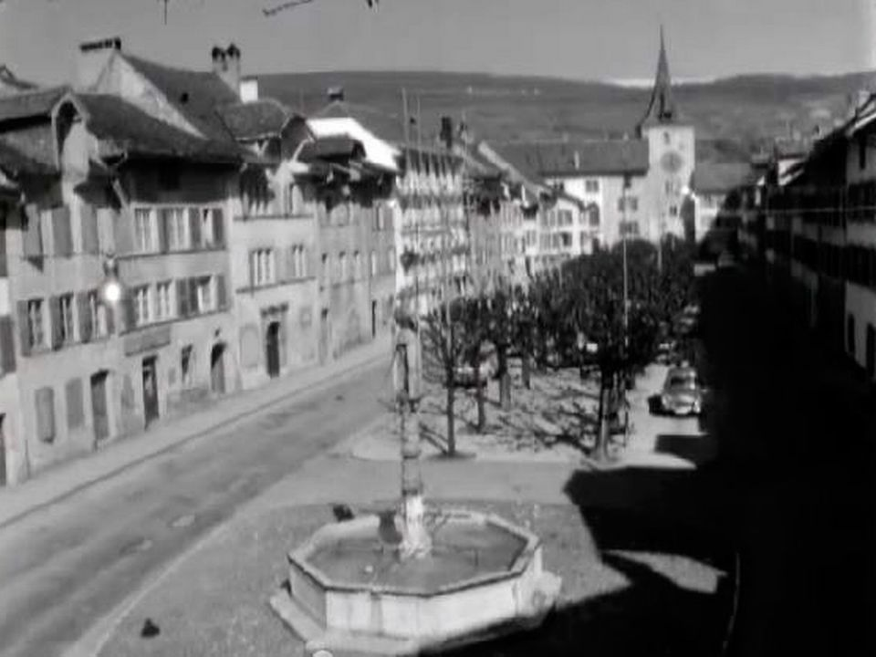 Le bourg neuchâtelois apparaît comme replié sur lui-même.