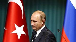Depuis le début de la crise, les hauts responsables russes ont refusé tout contact avec leurs homologues turcs. Vladimir Poutine, après avoir refusé de prendre les appels du président turc, l'a même soigneusement évité lors de la COP21 à Paris.