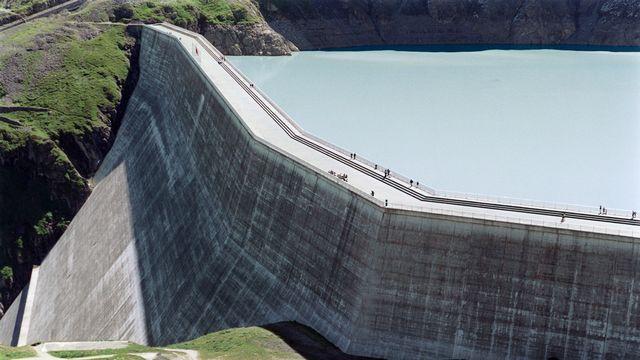 Vue du barrage de la Dixence, en Valais. [Andree-Noelle - Keystone]
