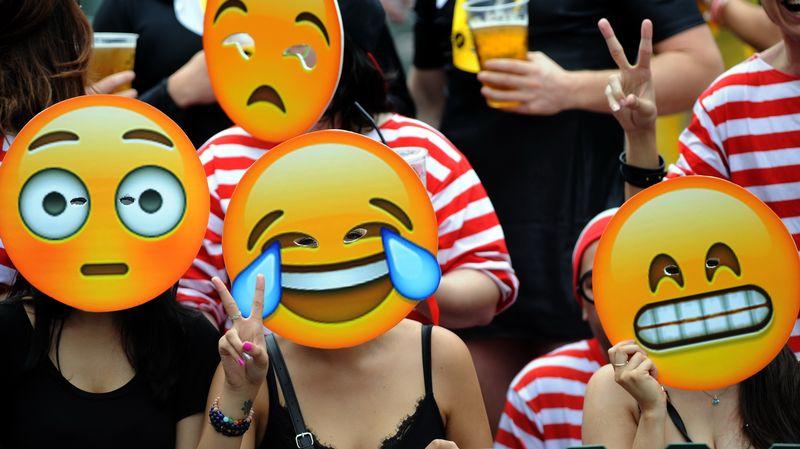 L émoticône Qui Pleure De Rire A Battu Des Records De Popularité En