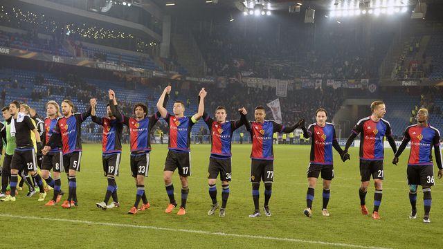 Les joueurs du FC Bâle après leur match (résultat: 2-2) du 26 novembre 2015 contre la Fiorentina comptant pour l'UEFA Europa League. [RTS]