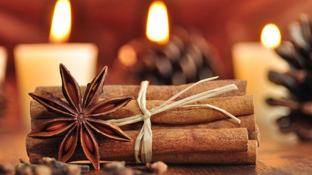 Le temps de Noël, c'est aussi les senteurs d'épices. [Hetizia - Fotolia]