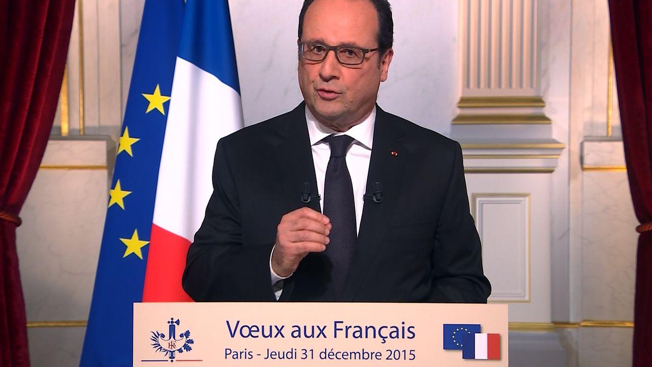 """""""2015 fut une année de souffrance et de résistance. Alors faisons de 2016 une année de vaillance et d'espérance"""", a conclu François Hollande, lors de son allocution télévisée. [Stringer - AFP]"""