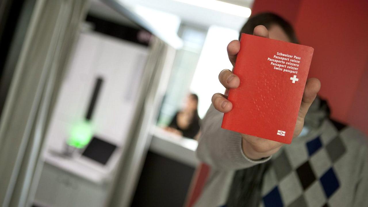 Les demandes de naturalisation seraient en forte augmentation en Suisse. [Anthony Anex - Keystone]