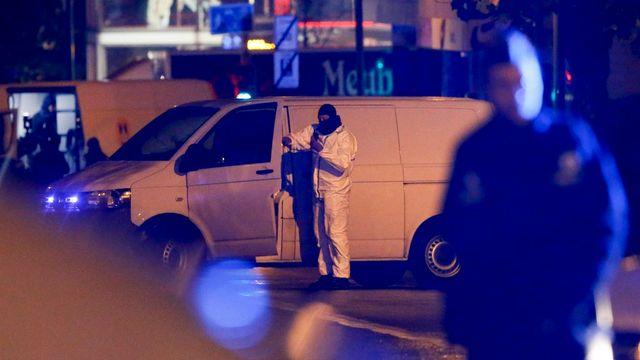 """Le procureur de Paris parle de """"trois personnes arrêtées en Belgique"""". [EPA/Olivier Hoslet - Keystone]"""