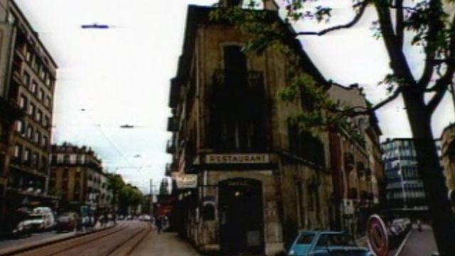 Immeuble où logeait Alberto Giacometti à Genève. [Capture Tickets de premières 1986 - RTS]
