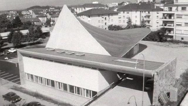 Une église très moderne à Renens, 1966. [RTS]