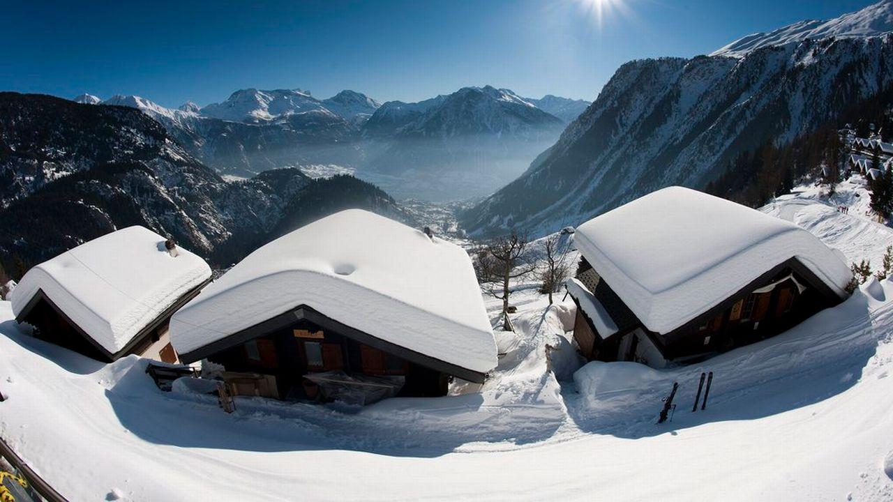 Des résidences secondaires à Belalp-Blatten, en Valais. [Laurent Gillieron - Keystone]