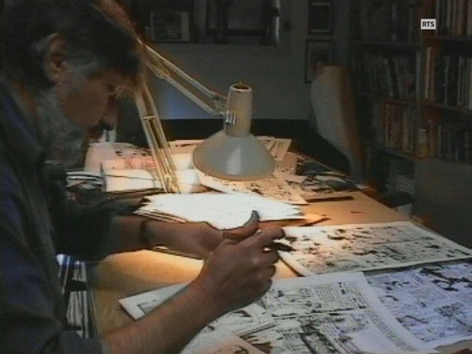 Le dessinateur de bande dessinée Jacques Tardi prépare un album de Nestor Burma en 1995. [RTS]