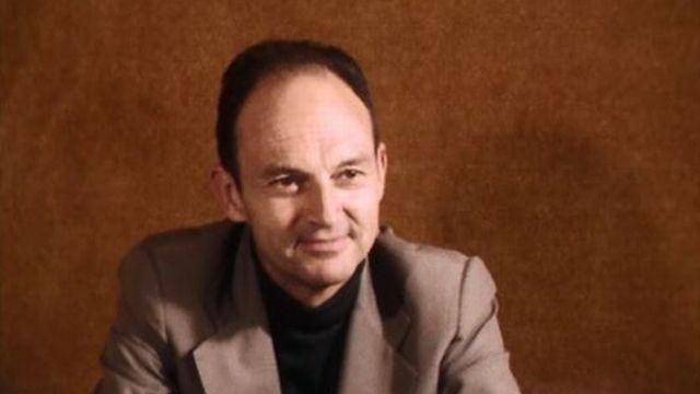 Michel Tournier aime donner à ses romans une forme traditionnelle. [RTS]