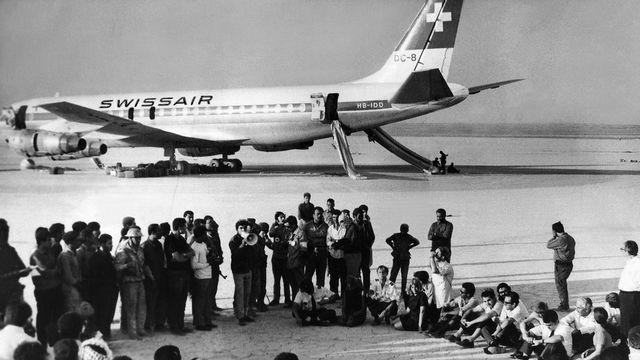 Le 6 septembre 1970, un vol de Swissair entre Zurich et New York est détourné sur l'aéroport de la ville jordanienne de Zarka par des terroristes palestiniens. [Keystone]