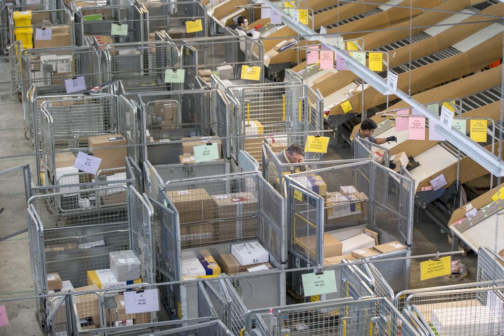 l 39 e commerce fait bondir le nombre de colis en provenance de chine economie. Black Bedroom Furniture Sets. Home Design Ideas