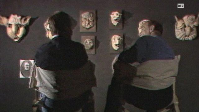 Bernard Haller avec Michel Thévoz au Musée de l'Art brut à Lausanne, en 1984. [RTS]