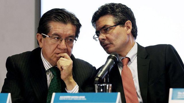 Le ministre colombien de la Santé Alejandro Gaviria (gauche) a annoncé une série de mesures mercredi 20.01.2016. [Leonardo Munoz - EPA/Keystone]