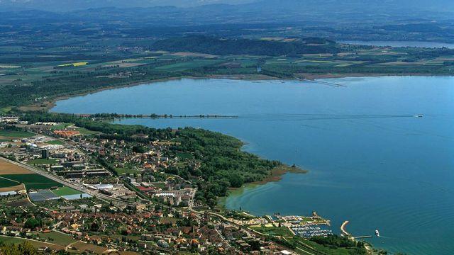 Les Verts veulent mieux protéger les rives du lac de Neuchâtel. [Martin Rütschi - Keystone]