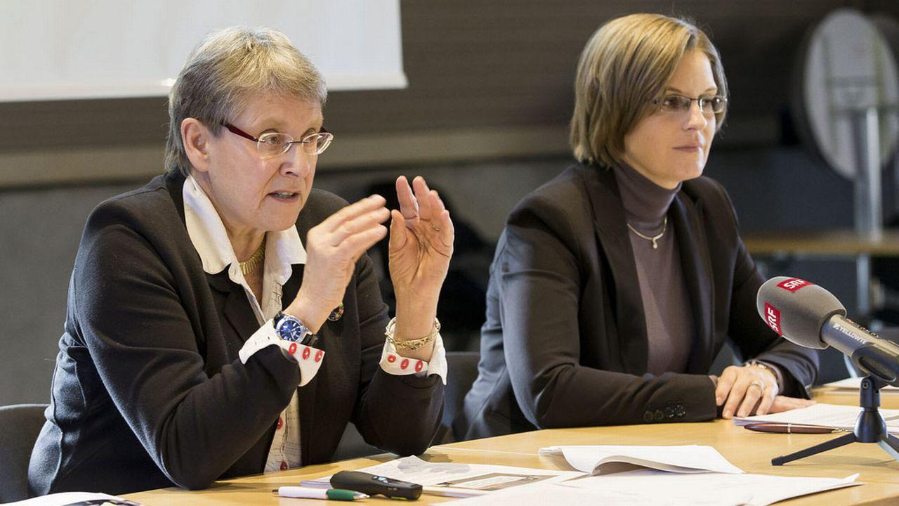 Béatrice Métraux et sa cheffe du Service pénitentiaire Sylvie Bula, lundi 25.01.2016 à Lausanne. [Cyril Zingaro - Keystone]