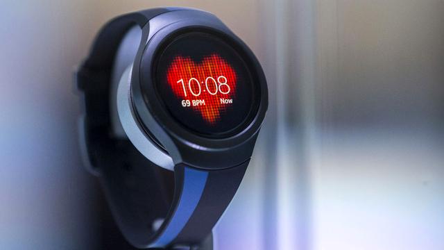 La montre connectée va-t-elle rendre le téléphone obsolète? [Hannibal Hanschke  - Reuters]