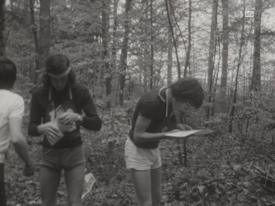 Entraînement de course d'orientation à Cressier en 1972. [RTS]