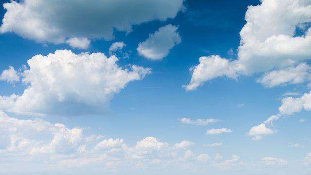 La tête dans les nuages. [klagyivik - Fotolia]