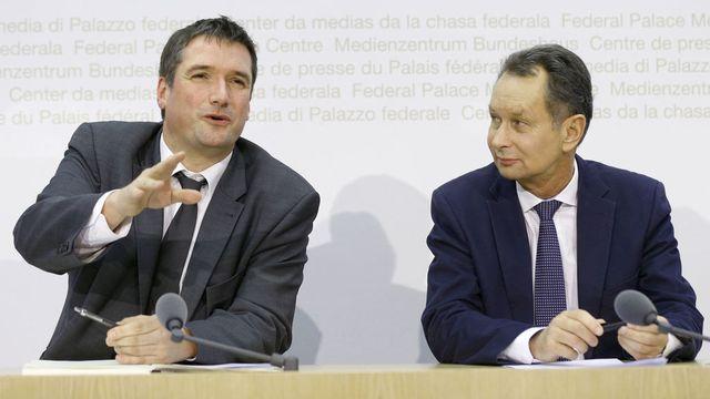 Christian Levrat et Philipp Müller côte à côte pour un même combat. [Peter Klaunzer - Keystone]