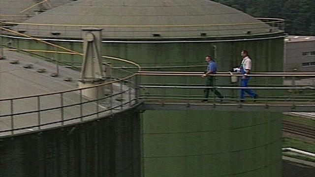 Contrôle des stocks de guerre d'hydrocarbure, 1998. [RTS]