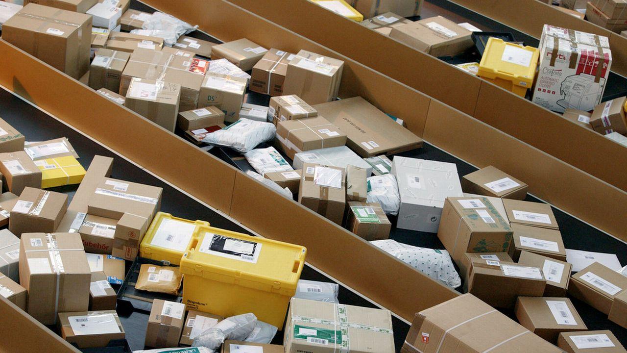 La Poste suisse a acheminé en 2015 quelque 2,5 millions de paquets en provenance de Chine. [Martin Rütschi - Keystone]