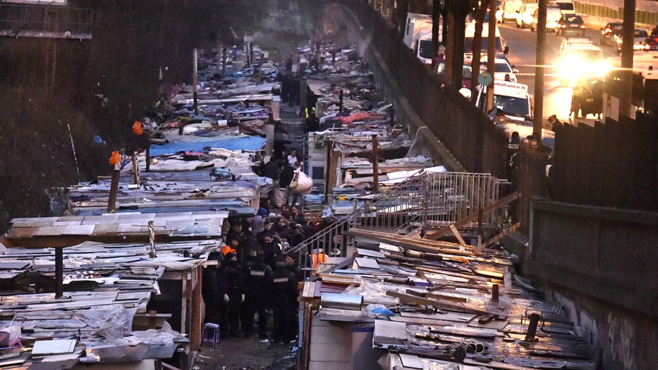 La police est intervenue mercredi à l'aube pour évacuer les derniers occupants du campement sauvage. [Dominique Faget - AFP]