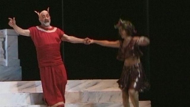 Barnabé joue dans un opérette d'Offenbach. [RTS]
