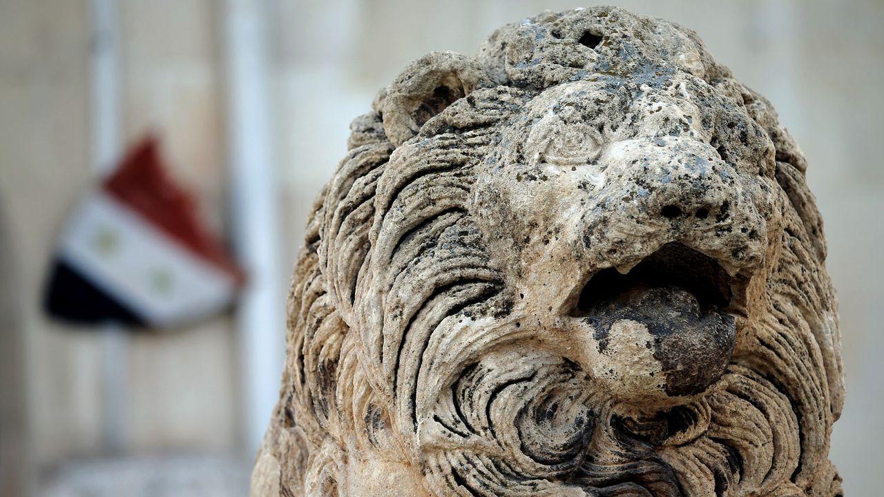 Les archéologues travaillent dans l'urgence pour sauver des centaines de milliers d'objets du Musée national à Damas. [Joseph Eid - AFP]