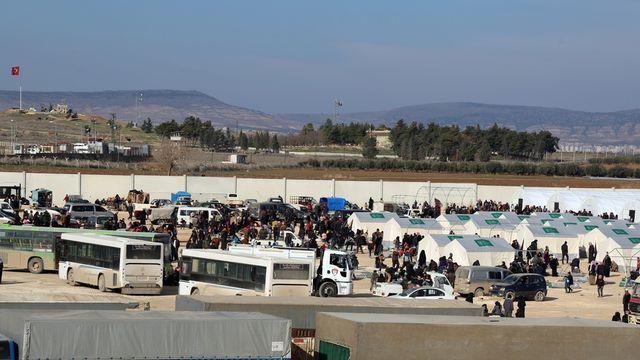 Des centaines de Syriens sont bloqués à la frontière turque. [IHH via AP/Keystone]