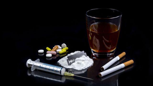 Alcool, tabac, drogues: les comportements de consommation au sein de la population n'ont pas évolué. [kunertus - Fotolia]