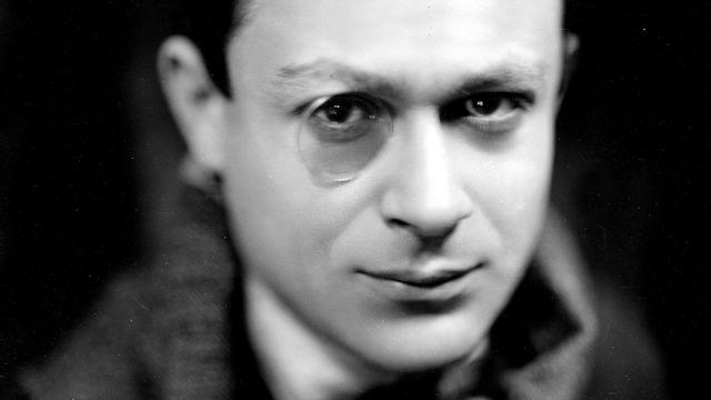 Tristan Tzara (1896-1963), écrivain français d'origine roumaine. [Martinie - Roger-Viollet / AFP]