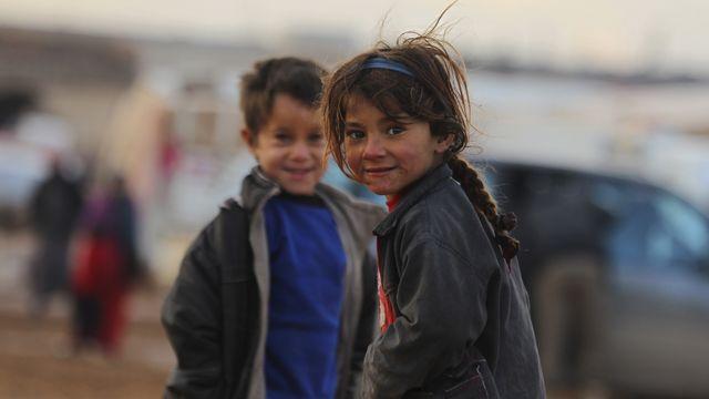 Des enfants déplacés dans un camp de réfugiés près de Hama en Syrie. [Ammar Abdullah - Reuters]