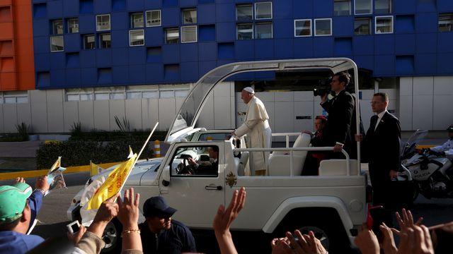 Le pape a traversé Mexico dans sa papamobile devant une foule d'un million de personnes. [Ginnette Riquelme - Reuters]