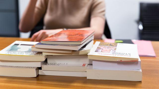 Beaucoup de livres à lire pour n'en retenir que six. [Jérôme Genet - RTS]