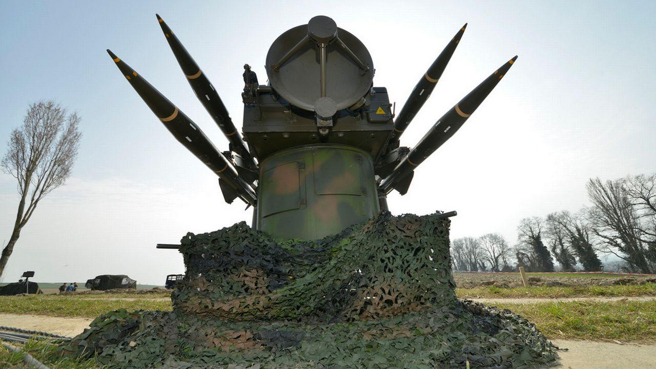 Si les exportations de matériel de guerre sont en baisse, les nouvelles autorisations représentent toutefois un volume en hausse. [Chrisitian Brun - Keystone]
