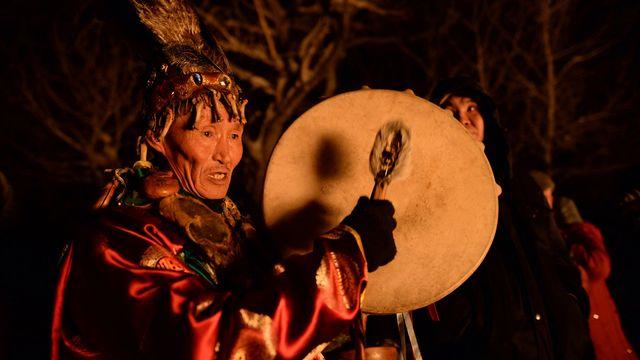 Chamane lors d'un grand rituel chamanique, République de Touva (Fédération de Russie). [Alexandr Kryazhev - RIA Novosti / AFP]
