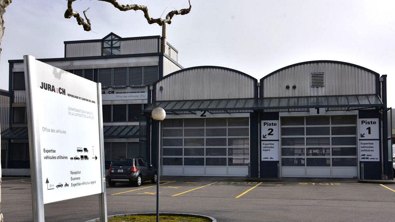 L'Office des véhicules du Canton du Jura (OVJ) ne sera pas externalisé. [Gaël Klein - RTS]