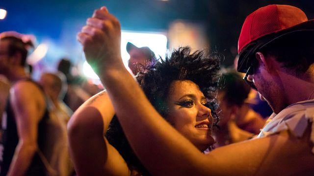 Sept cantons interdisent encore de danser les jours fériés. L'Argovie a refusé de changer sa loi ce dimanche. [Gaetan Bally - Keystone]