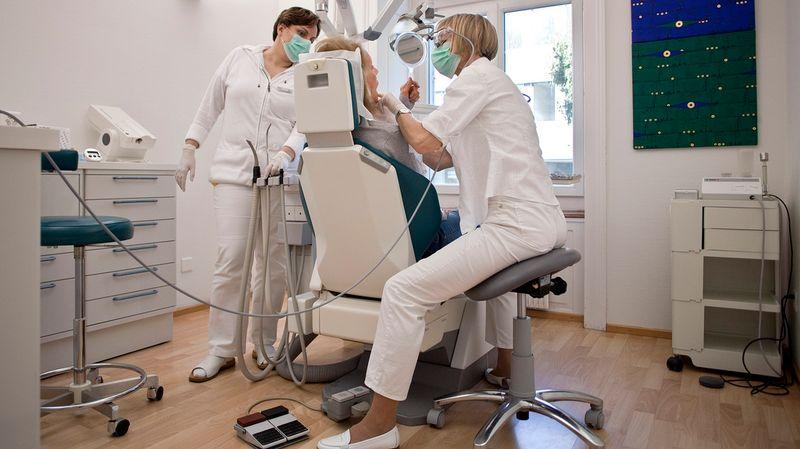 Une initiative sur le remboursement des soins dentaires lancée à Genève.  Aujourd hui, 89% des frais dentaires sont à la charge des ménages, 069ed349eb7d