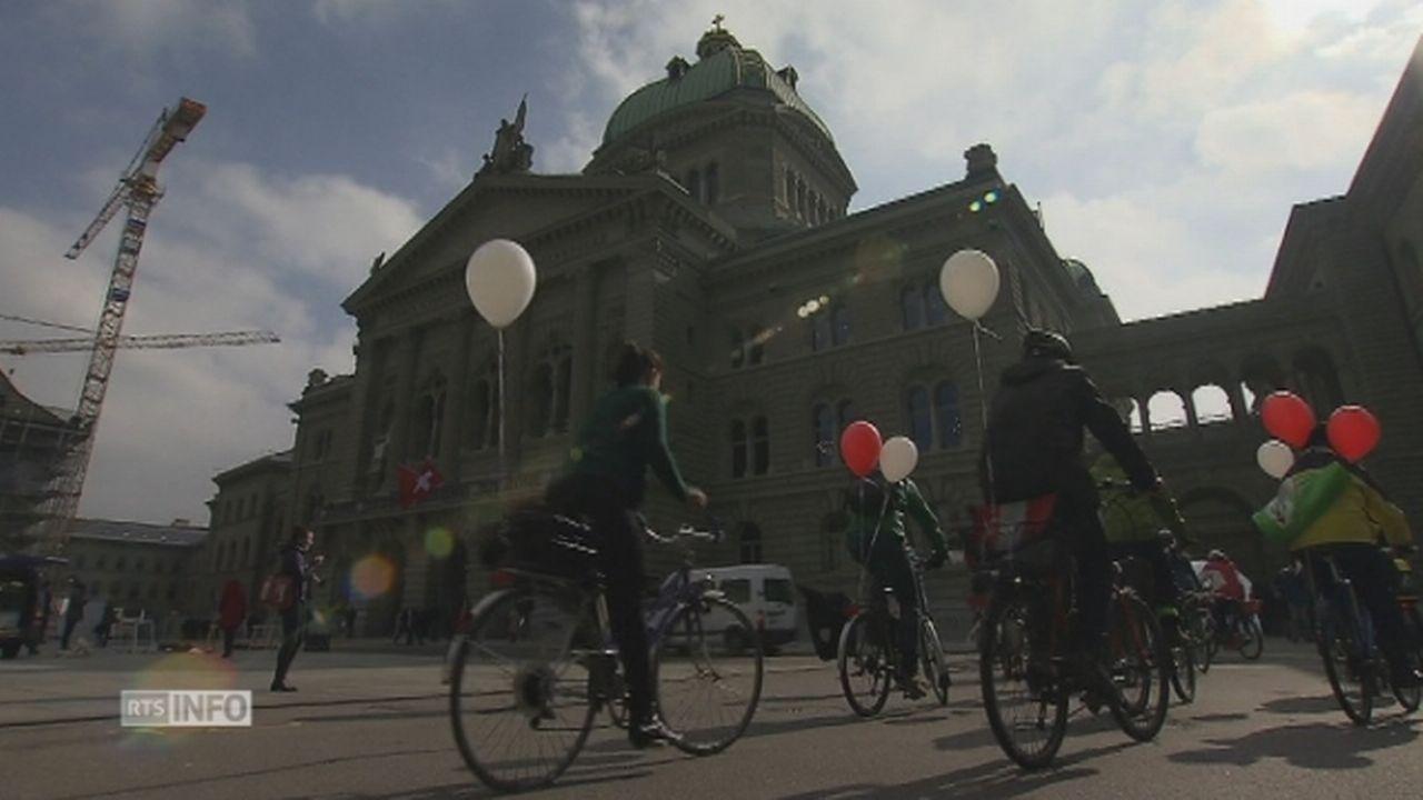 Les initiants se sont rendus à vélo à la Chancellerie fédérale [RTS]