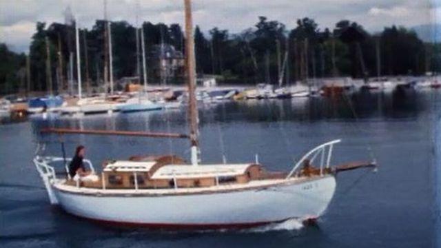 Les rives du Léman en 1971 à bord du voilier Le Magnifique. [RTS]
