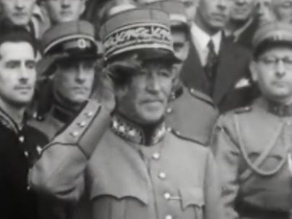 Le général Henri Guisan à Berne le 19 août 1945. [Cinéjournal ]