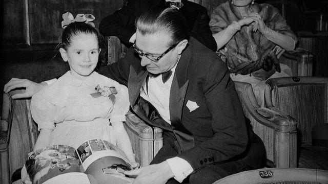Minou Drouet, écrivain français. Paris, théâtre des Champs-Elysées. Février 1956. [Roger-Viollet / Roger-Viollet]
