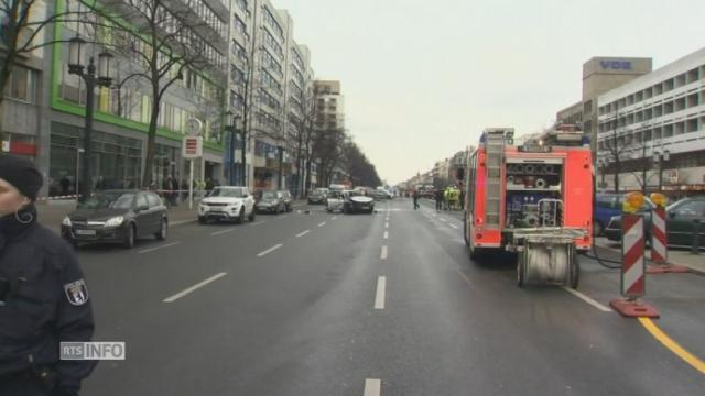 une voiture explose en plein centre de berlin tuant son conducteur monde. Black Bedroom Furniture Sets. Home Design Ideas