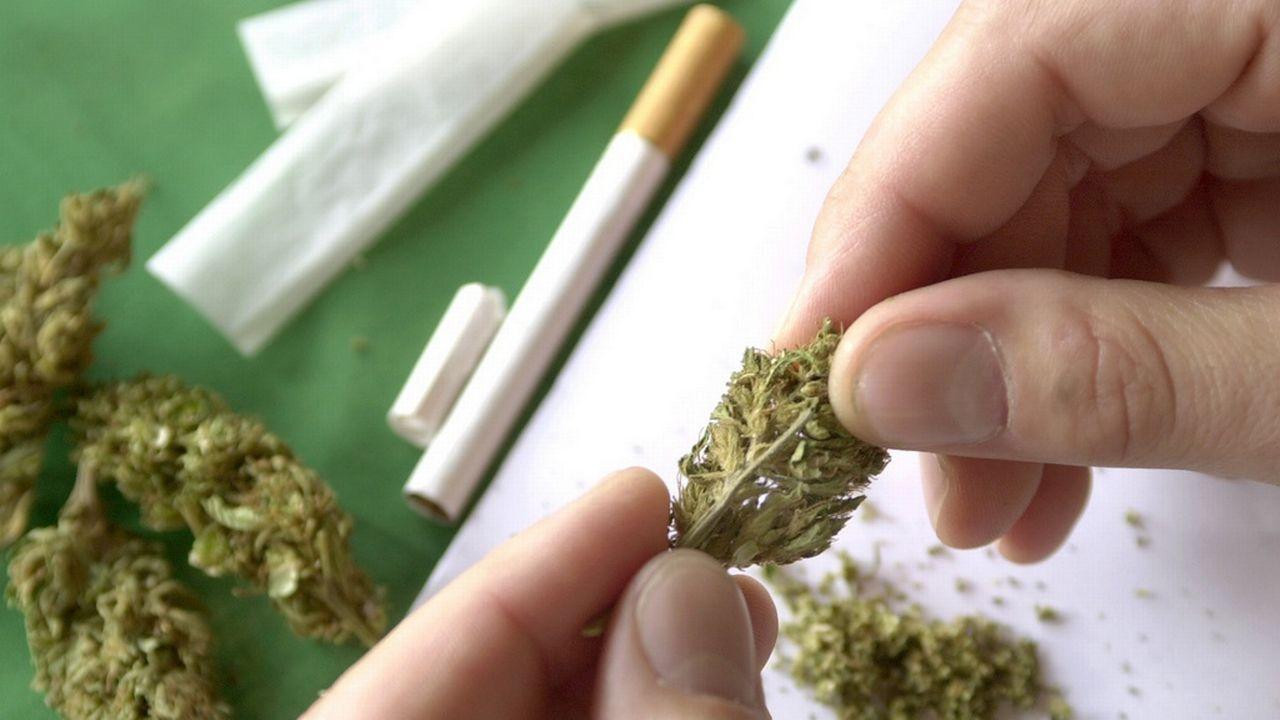 Les élèves de 15 ans consomment plus de cannabis en Suisse que dans les autres pays européens. [Andree-Noelle Pot - Keystone]