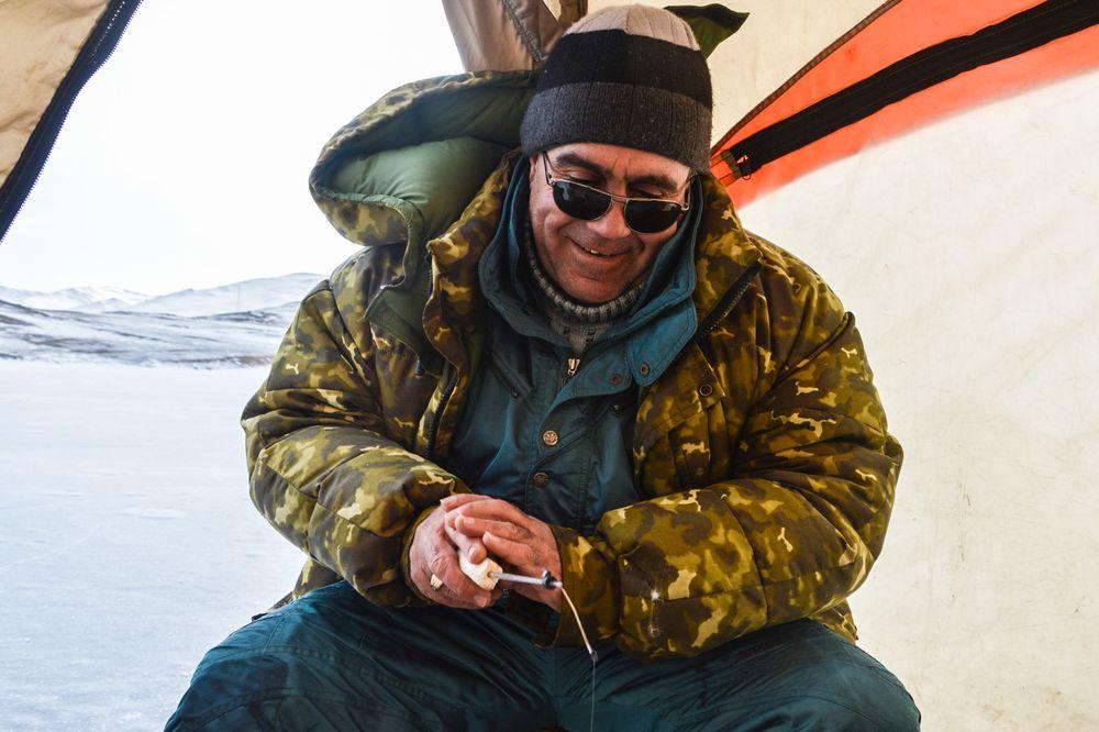 Un des deux pêcheurs du Lac Baïkal.