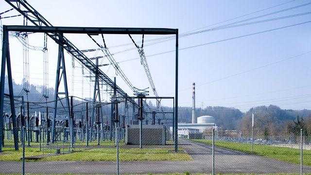 Une installation électrique avec la centrale nucléaire de Mühleberg, exploitée par les BKW. [Keystone]