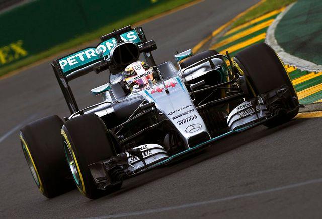 Lewis Hamilton au volant de sa monoplace a réalisé les meilleurs temps des 2 premières séances d'essais. [Srdjan Suki - Keystone]
