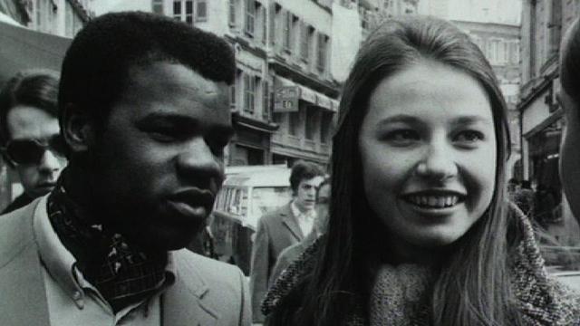 Couple mixte en Suisse au début des années 70. [RTS]
